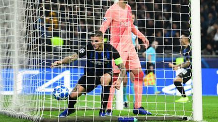 Mauro Icardi saat mencetak gol ke gawang Barcelona untuk menyamakan kedudukan. - INDOSPORT