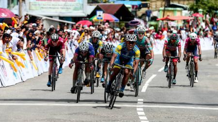 Tour de Singkarak. - INDOSPORT