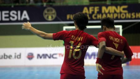 Skuat Timnas Futsal Indonesia tengah berselebrasi. - INDOSPORT