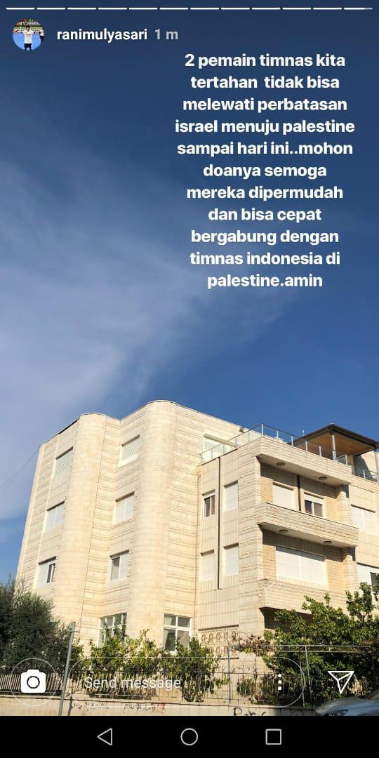Pemain Timnas Putri Indonesia, Rani Mulyasari, mengabarkan akan adanya rekan setimnya yang tertahan saat menuju perbatasan israel dan palestina Copyright: instagram