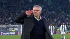 Indosport - Momen ketika Jose Mourinho mengejek fans Juventus.