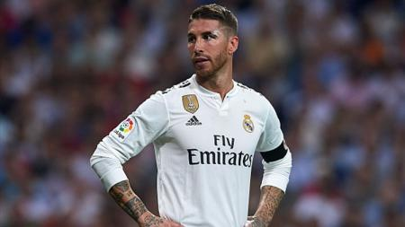 Bintang Real Madrid, Sergio Ramos, menyinggung soal transfer striker Paris Saint-Germain, Neymar, usai pertandingan melawan Real Valladolid. - INDOSPORT