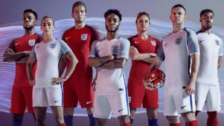 Timnas Inggris berpose dengan jersey Nike. - INDOSPORT