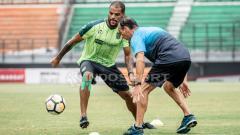Indosport - David da Silva berlatih di dampingi dokter asal Brasil.