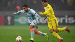 Indosport - Eden Hazard menguasai bola.