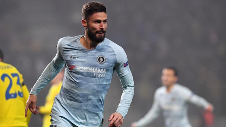 Olivier Giroud berselebrasi usai mencetak gol ke gawang BATE. Copyright: KIRILL KUDRYAVTSEV/AFP/Getty Images