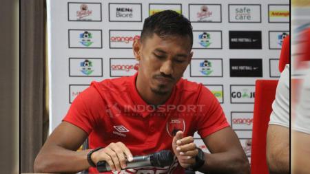 Bek kanan milik klub PSM Makassar, Zulkifli Syukur, menyebut sikap para pemain sangat menentukan prestasi klubnya dalam lanjutan Liga 1 2020 pada Oktober mendatang. - INDOSPORT