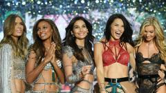 Indosport - Model Victoria's Secret Angels, di antaranya Adriana Lima dan Lily Aldrige.
