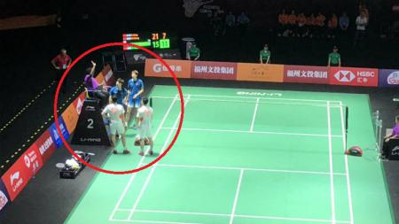Pertandingan dua pasangan China He Jiting/Tan Qiang vs Li Junhui/Liu Yuchen. - INDOSPORT