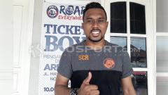 Indosport - Kiper Perseru inginkan skuat Persebaya raih tiga poin sebagai penghibur duka warga Surabaya