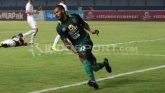 Indosport - David da Silva saat selebrasi gol untuk Persebaya Surabaya di Liga 1 2018 musim lalu.
