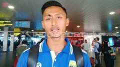 Indosport - Pemain muda Persib Bandung, Agung Mulyadi, harus pandai-pandai membagi waktu antara kuliah dengan jadwal latihan.
