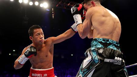 Pertarungan Daud Yordan melawan Anthony Crolla di Manchester Arena. - INDOSPORT