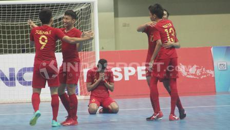 Ekspresi sykur pemain Timnas futsal Indonesia usai memastikan juara 3 Piala AFF 2018 setelah mengalahkan Vietnam 3-1.