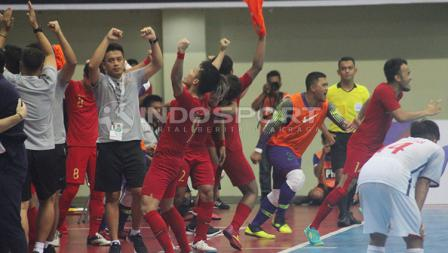 Selebrasi pemain Timnas Futsal Indonesia usai kalahkan Vietnam