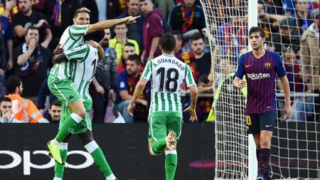 Joaquin (kirii) berselebrasi usai mencetak gol ke gawang Barcelona. - INDOSPORT