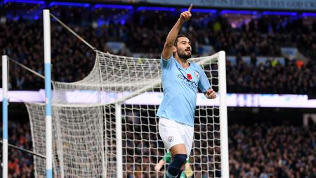 Ilkay Gundogan berselebrasi usai mencetak gol ke gawang Man United. - INDOSPORT
