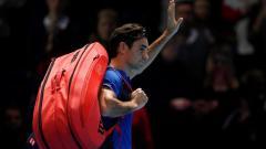 Indosport - Roger Federer yang terlihat lesu usai dikalahkan Kei Nishikori di ATP Finals