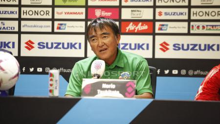 Pelatih Timor Leste, Norio Tsukitate saat konfrensi pers jelang pertandingan antara Indonesia vs Timor Leste. - INDOSPORT