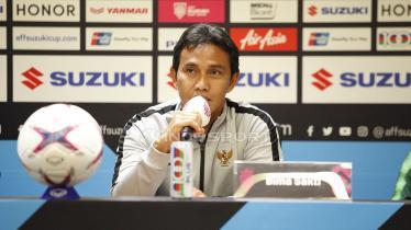 Pelatih Timnas Indonesia Bima Sakti, saat konfrensi pers jelang pertandingan antara Indonesia vs Timor Leste.
