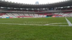 Indosport - Kondisi lapangan Stadion Utama GBK.