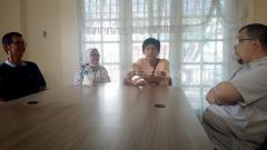Indosport - Penyerang Timnas U-16 Rendy Juliansyah yang merupakan putra asli Sumatera Selatan datang menyambangi anggota DPD RI Hendri Zainuddin di Palembang.
