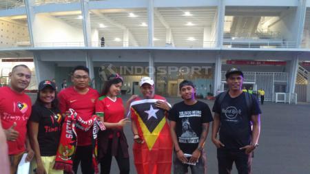 Para Suporter Timor Leste saat menyaksikan pertandingan di GBK. - INDOSPORT
