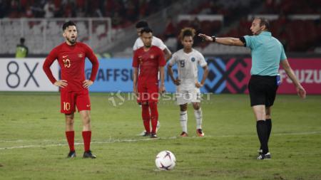 Stefano Lilipaly saat mengahdapi tendangan penalti dalam laga Indonesia vs Timor Leste - INDOSPORT