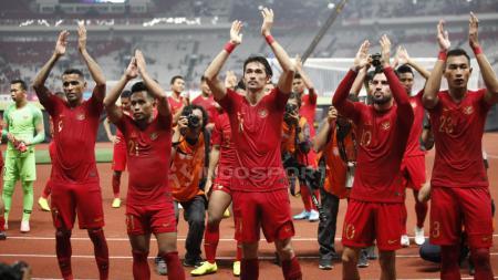 Ucapana terima kasih pemain Timnas Indonesia untuk para suporter yang hadir SUGBK usai tundukan Timor Leste. - INDOSPORT