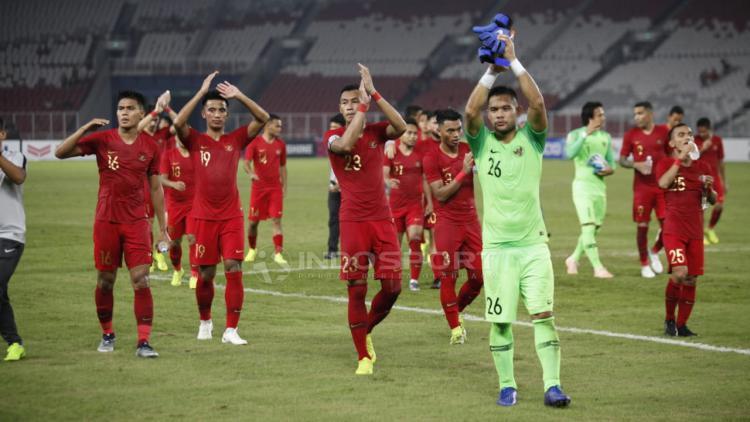 Ucapana terima kasih pemain Timnas Indonesia untuk para suporter yang hadir SUGBK usai tundukan Timor Leste. Copyright: Herry Ibrahim/Indosport.com