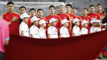 Skuat Timnas Indonesia saat menyanyikan lagu kebangsaan Indonesia Raya.