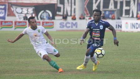 Ibrahim Conteh (kanan), pemain PSIS Semarang. - INDOSPORT
