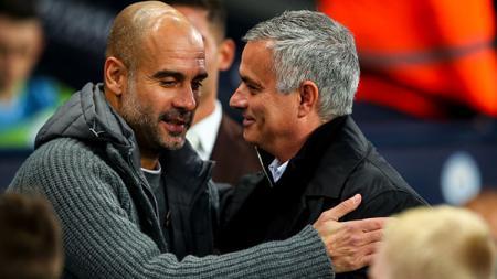 Pelatih Manchester City, Pep Guardiola dan Jose Mourinho, pelatih Manchester United. - INDOSPORT