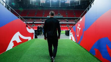 Wayne Rooney saat mengunjungi Stadion Wembley. - INDOSPORT