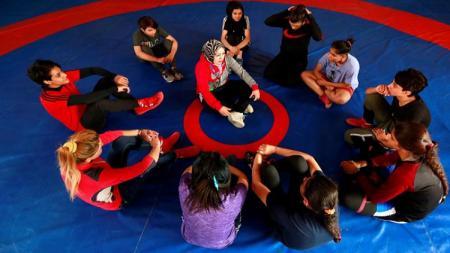 Wanita Irak yang ikut olahraga gulat untuk mendobrak tradisi - INDOSPORT