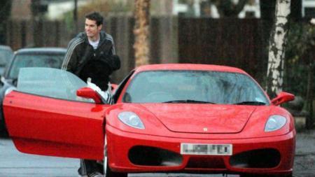 Andy Murray pernah punya Ferrari pada tahun 2009 silam. - INDOSPORT