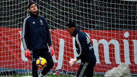 Thibaut Courtois dan Keylor Navas, kiper Real Madrid saat sedang latihan. - INDOSPORT
