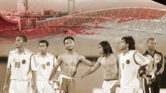 Indosport - Timnas Indonesia pada laga Piala AFF 2004 usai dikalahkan Thailand di Stadion Rajamangala