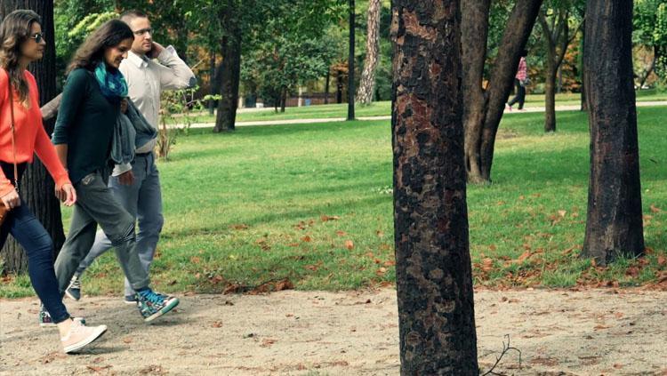 Jalan kaki merupakan salah satu bagian dari olahraga. Copyright: VideoBlocks
