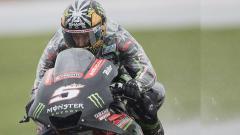 Indosport - Johann Zarco melemparkan sindiran halus kepada seniornya di LCR Honda, Cal Crutchlow, yang telah menganggap remeh dirinya