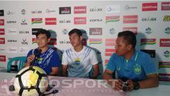 Indosport - Staf Persib Bandung saat konferensi pers jelang vs PSIS Semarang