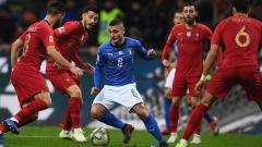 Indosport - Marco Veratti di tengah penjagaan para pemain Portugal.