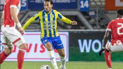 Indosport - Ezra Walian saat tampil membela RKC Waalwijk.