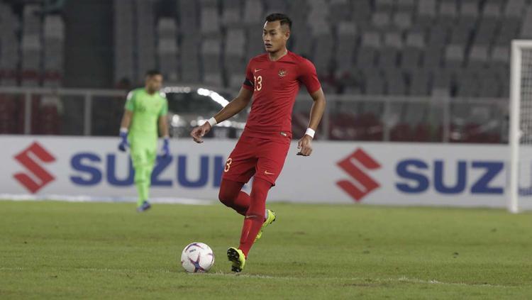 Hansamu Yama mengontrol bola saat melawan Timor Leste Copyright: www.affsuzukicup.com