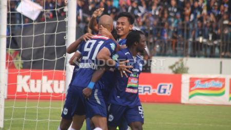 PSIS Semarang vs Persib Bandung. dalam lanjutan laga Liga 1 pekan ke-31. - INDOSPORT