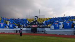 Indosport - Suporter PSIS Semarang menampilkan koreografi unik.