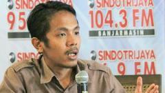 Indosport - Koordinator Save Our Soccer (SOS), Akmal Marhali.