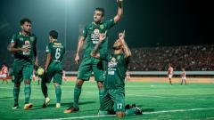 Indosport - David Silva berselebrasi usai mencetak gol ke gawang Bali United.