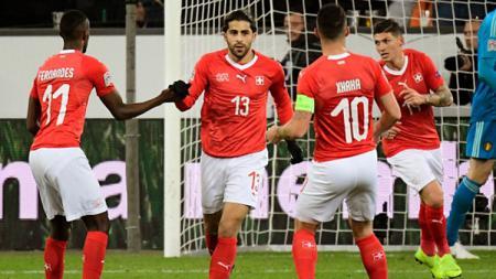 Ricardo Rodriguez berselebrasi usai mencetak gol ke gawang Belgia. - INDOSPORT