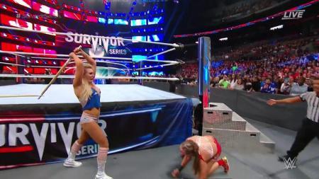 Ronda Rousey dihancurkan Charlotte Flair dengan tongka kendo - INDOSPORT